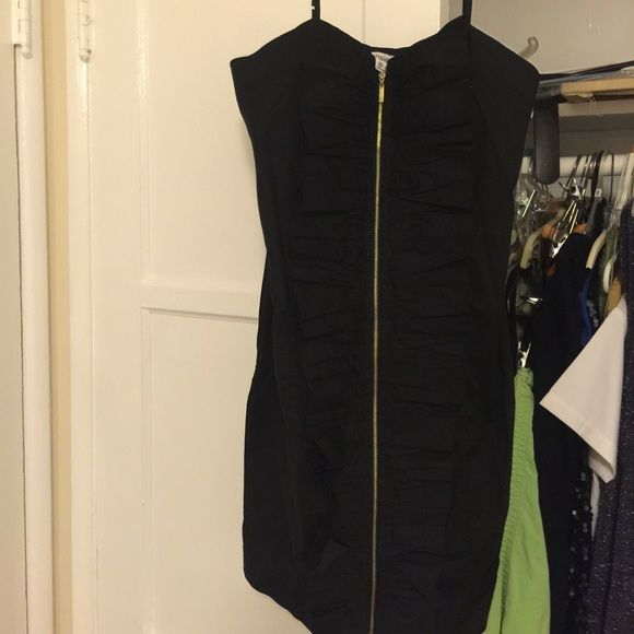 55440edc08b5 Great little black dress Great condition. Black dress with gold zipper and  pleated material in the front kenzie Dresses