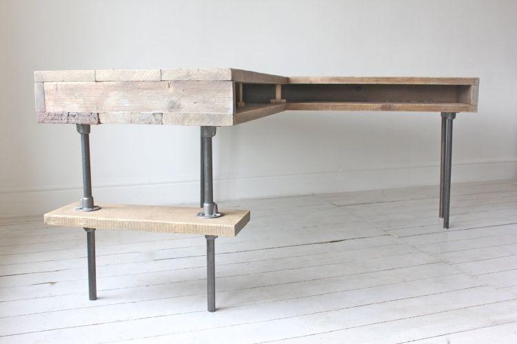 schreibtisch mit l form aus rohren und europaletten m bel schreibtisch m bel und. Black Bedroom Furniture Sets. Home Design Ideas