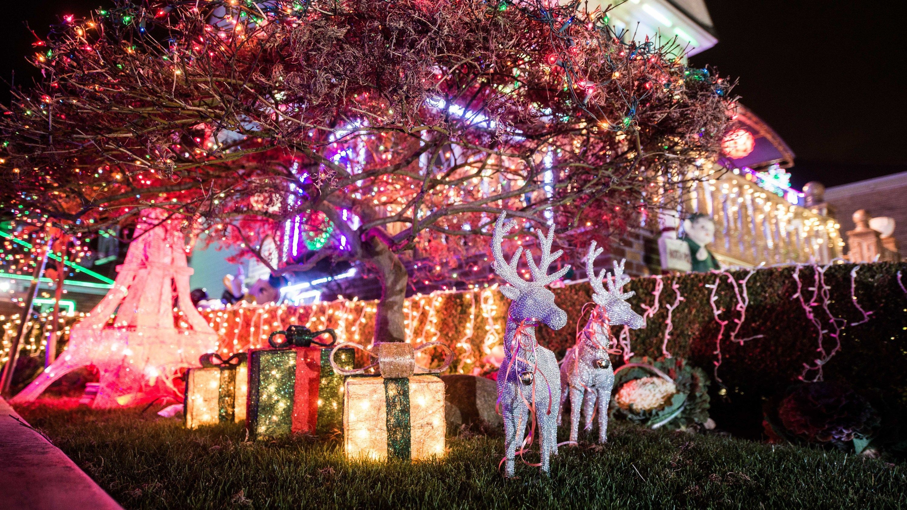 The Dyker Heights Christmas Lights 2019 Guide Christmas Lights Diy Christmas Lights Holiday Lights