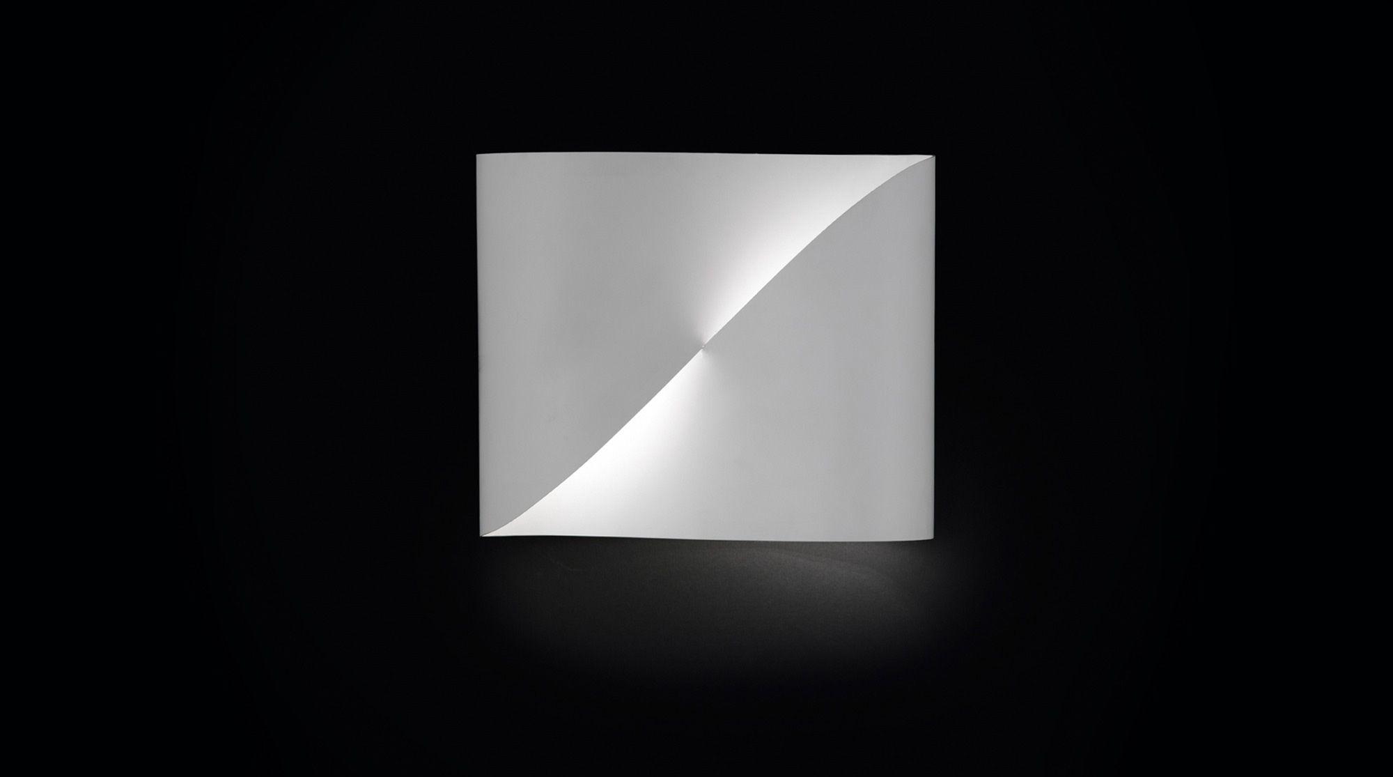 Illuminazione a parete Nemo-Cassina Loop #rifarecasa #maistatocosifacile grazie a #designbox & #designcard #idfsrl