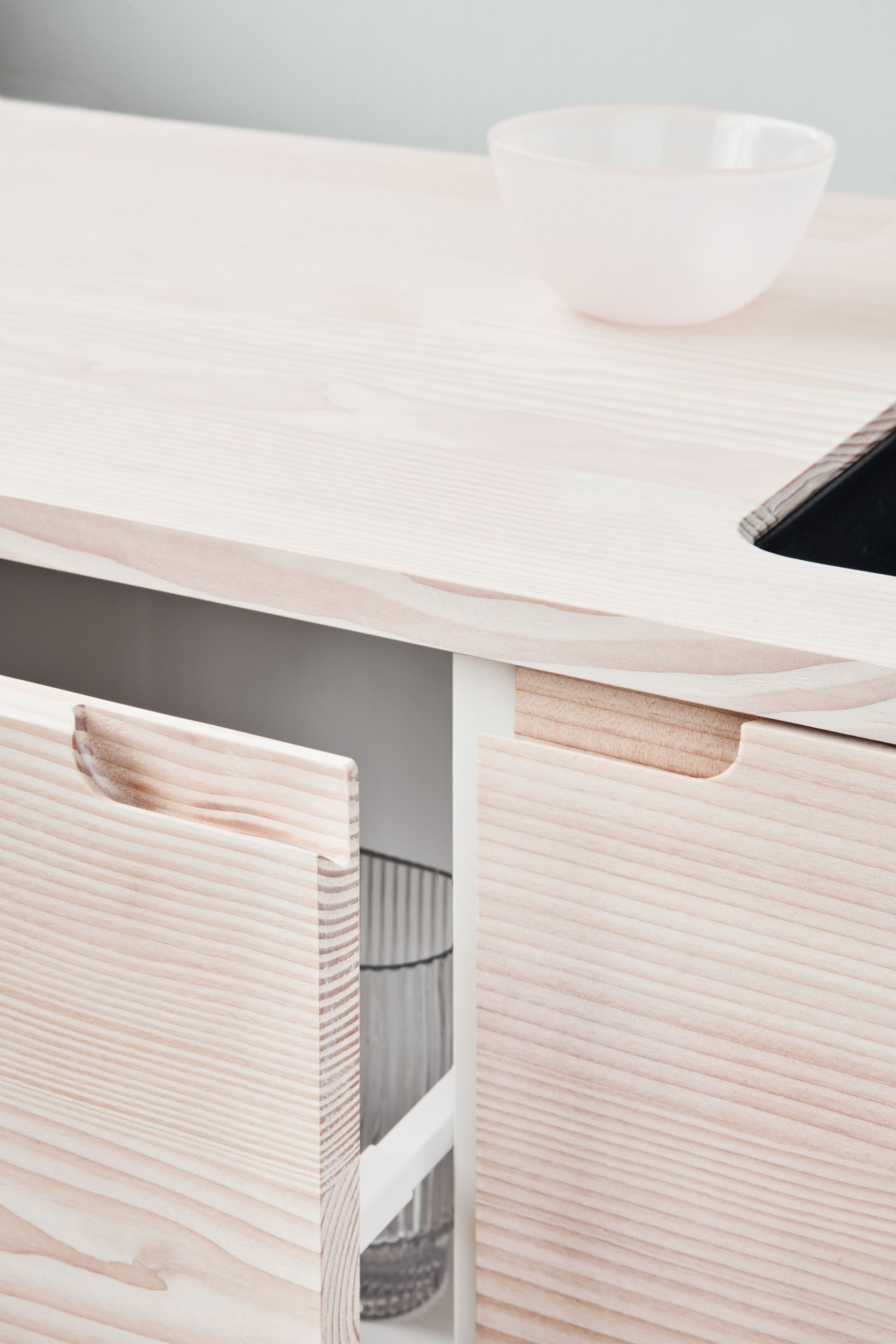 Reform S Ikea Kitchen By Lendager Group A Minimalistic Design In Solid Wood With Respect For The Materials Cuisine Moderne Deco Maison Interieur Idees Cuisine
