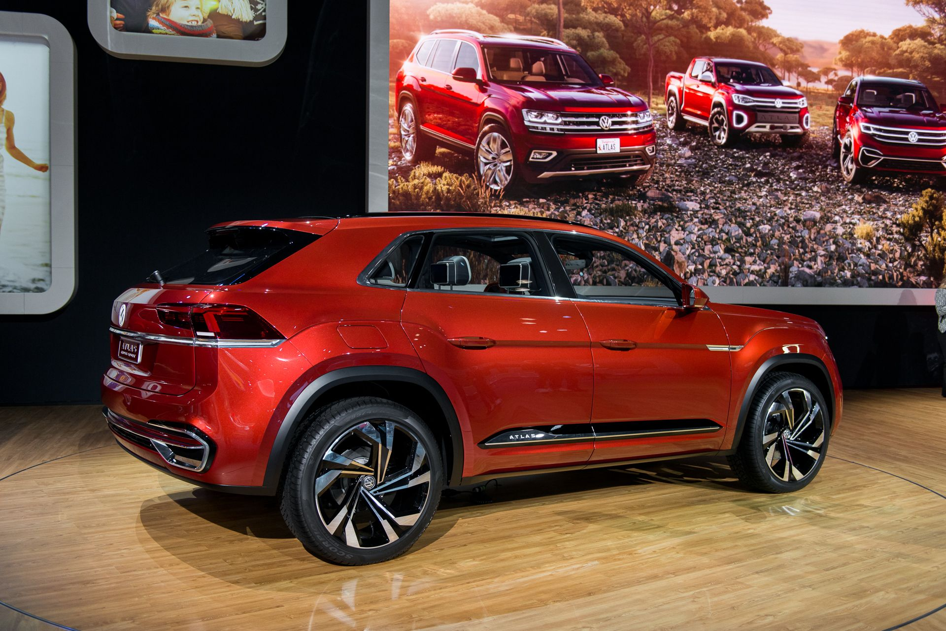 VW Atlas Cross Sport concept ditches 3rd row for sharper