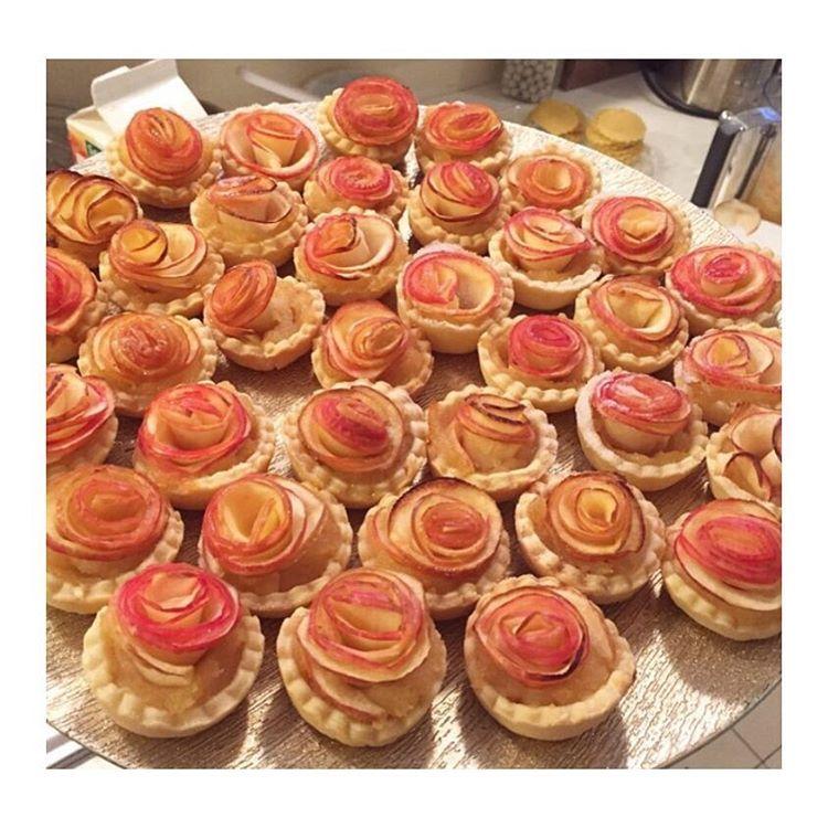 Une tarte sucrée cette fois avec ces mignardises à la pomme et en forme de #rose  #pie #cakedesign #cakestagram #dessert #gourmandise #gourmand #rouchettes #recette #recipe #delicious #apple #foodblogger #foodblog #blogcuisine #cuisine #flower #cooking #baking #yummy #planeteig09 #blog #manger #sucre #weekend