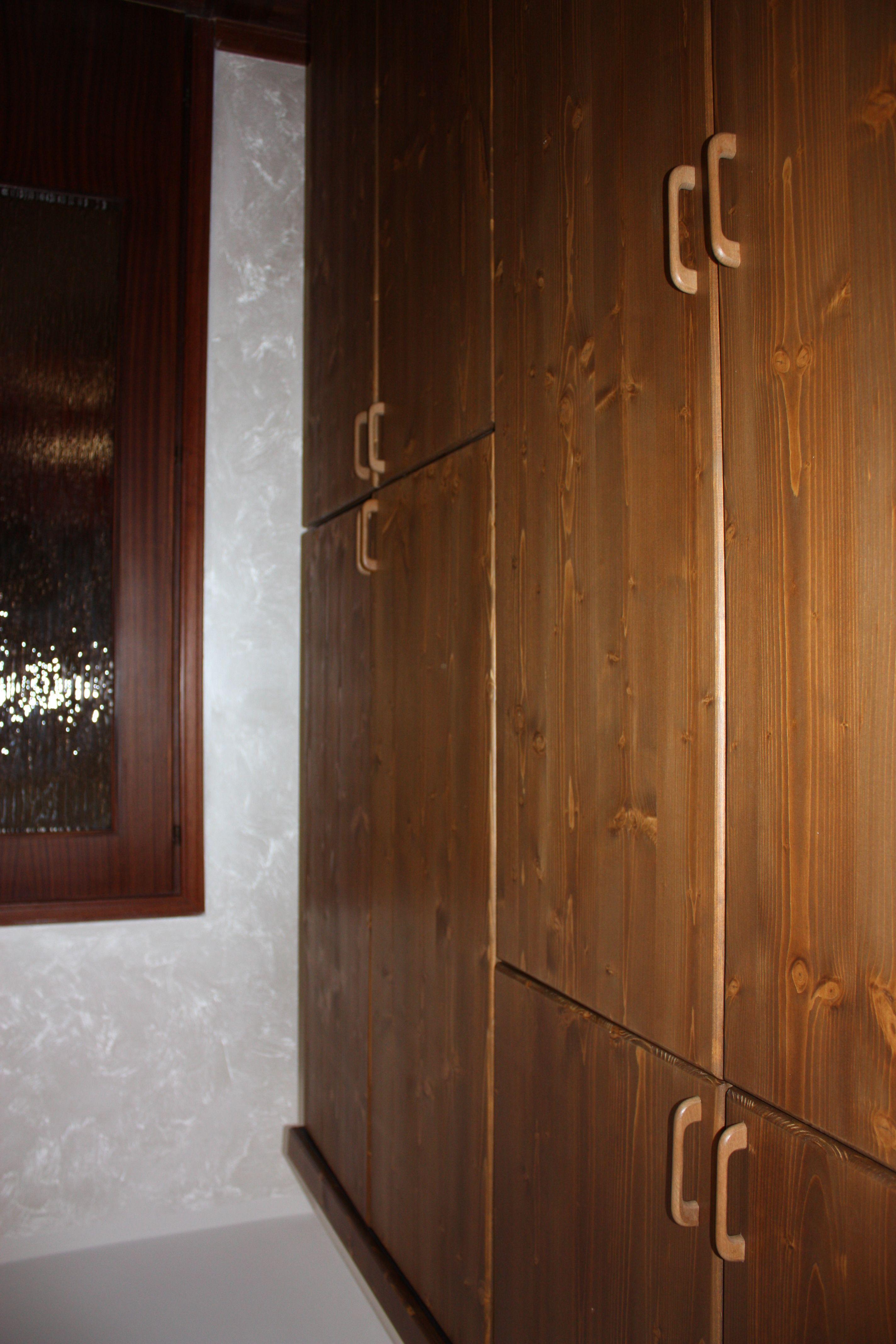 Armadio quattro stagioni per camera in legno massello