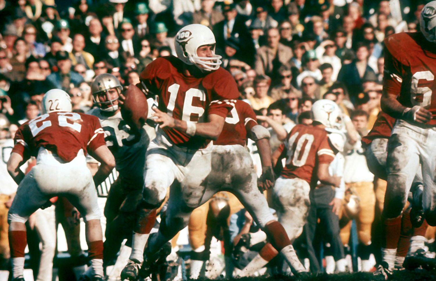 James Street runs the option during the 1970 Cotton Bowl
