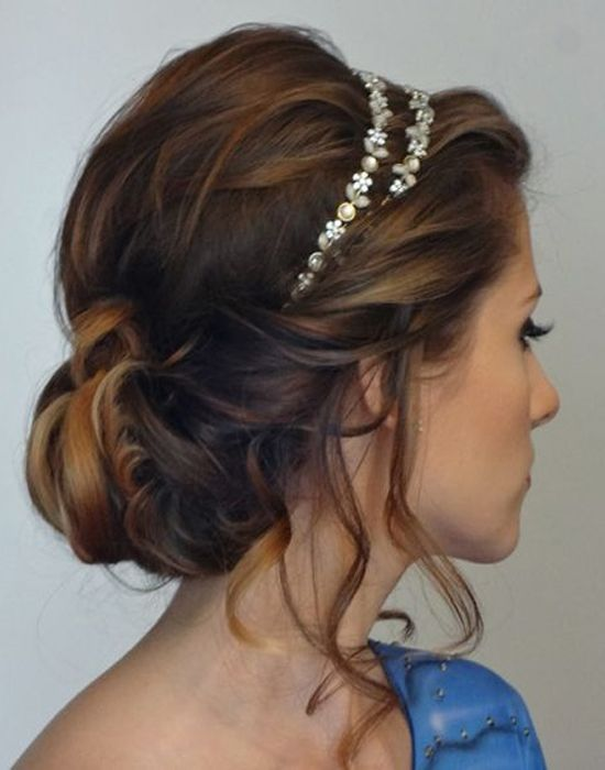 Medium length hairstyle for brides 2017 2018 easy wedding medium length hairstyle for brides 2017 2018 junglespirit Image collections