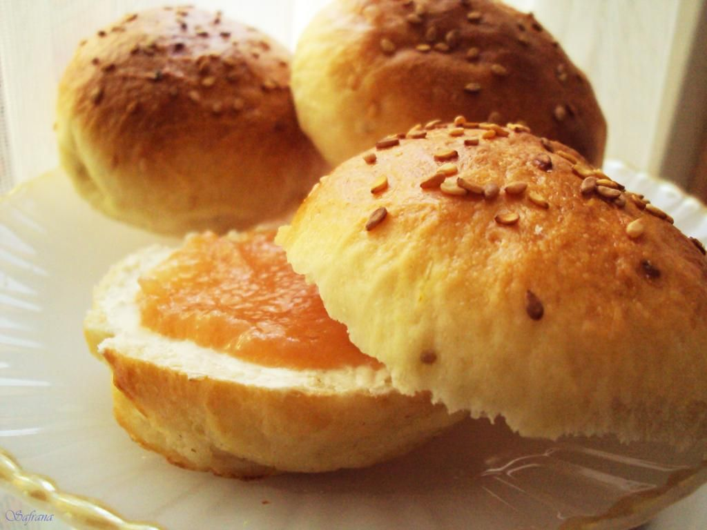 Krachel krisslat sweet moroccan bread buns with aniseseed and orangeblossomwater