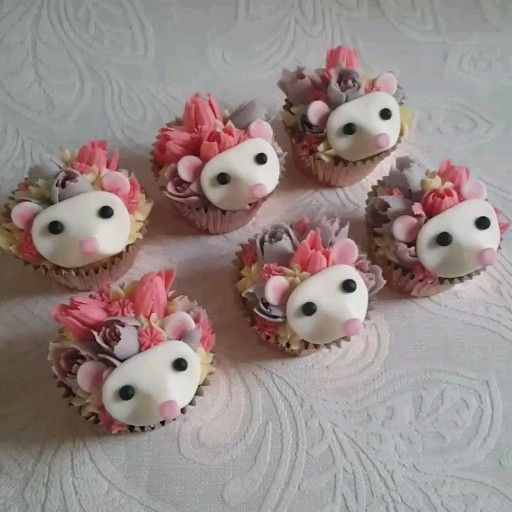 Little Peach Cakery's Flower Hedgehog Cupcakes. Russian piping tips -   16 desserts Fancy cake ideas