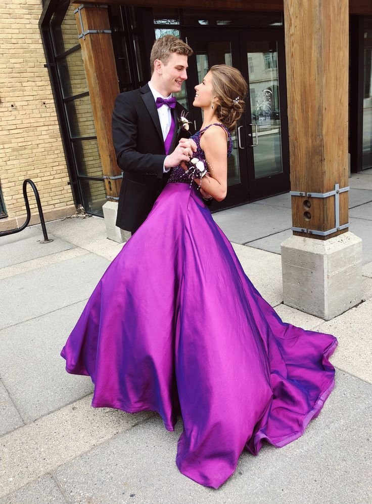 prom picture ideas for couples, prom couple pictures, prom pictures, prom dress, prom updo, cute – Ellie Miller – #couple #couples #cute #dress #Ellie…