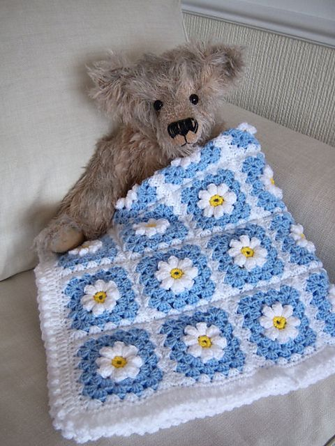 Crocheted Daisy Baby Blanket