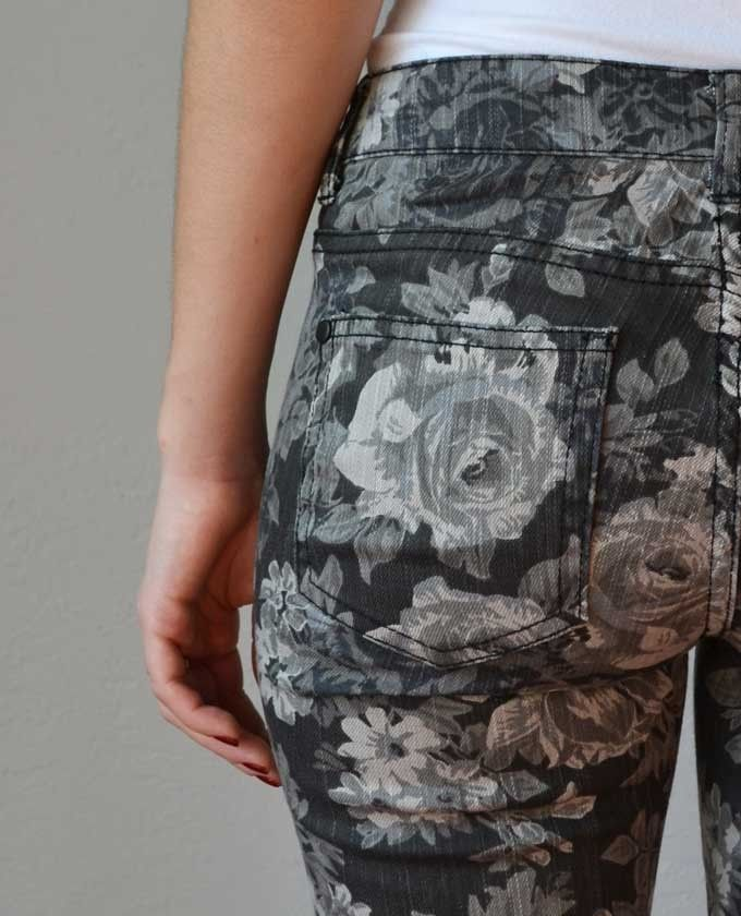 Floral jeans for fall, yes!  Jane Grey Floral Pants | LoveShoppingMiami.com #floral #grey #gray
