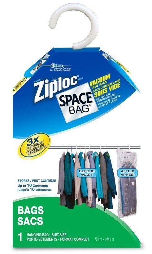 Porte Vetement Sac De Rangement Sous Vide A Suspendre Space Bag De Marque Ziploc With Images Space Bags Ziploc Hanging Storage