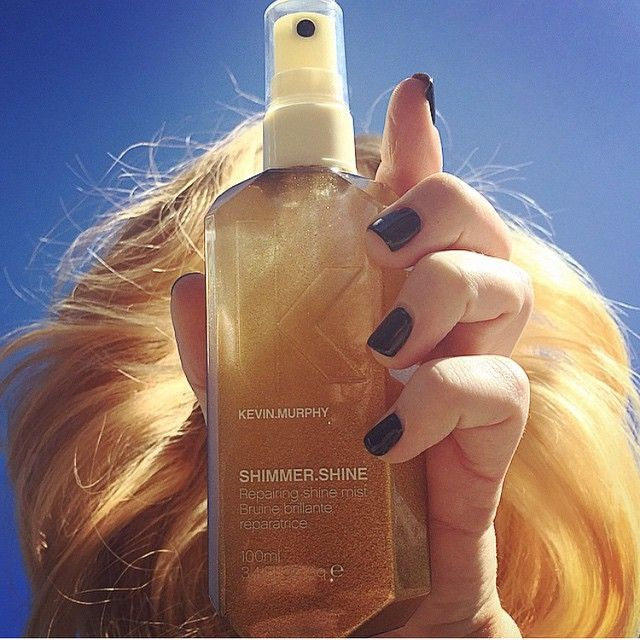 Revive shine and repair hair with this finishing mist. Treat your hair as it shines with Vitamins A, C and E, Baobab, Immortelle and Bamboo extracts. Light reflective technology from high-end skincare adds a brilliant shine to hair with no oily residue.