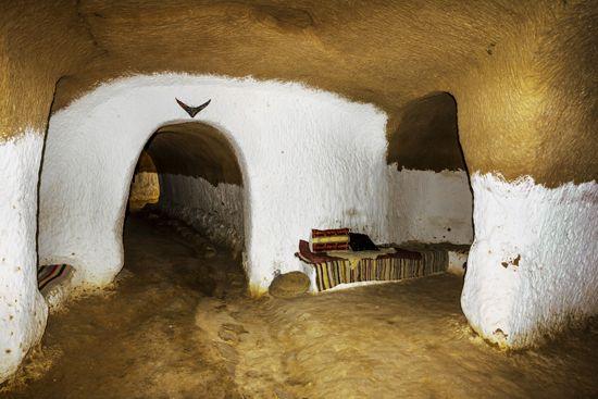 A Primer on Passively Heated Solar Underground Houses Primer