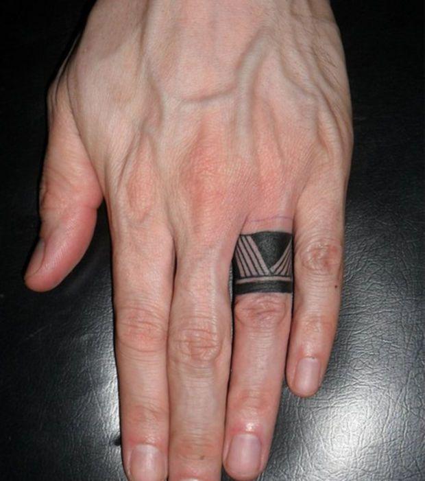 Bague Tattoo Tribal Tres Discret Sur Doigt Homme Tatoo Tattoos