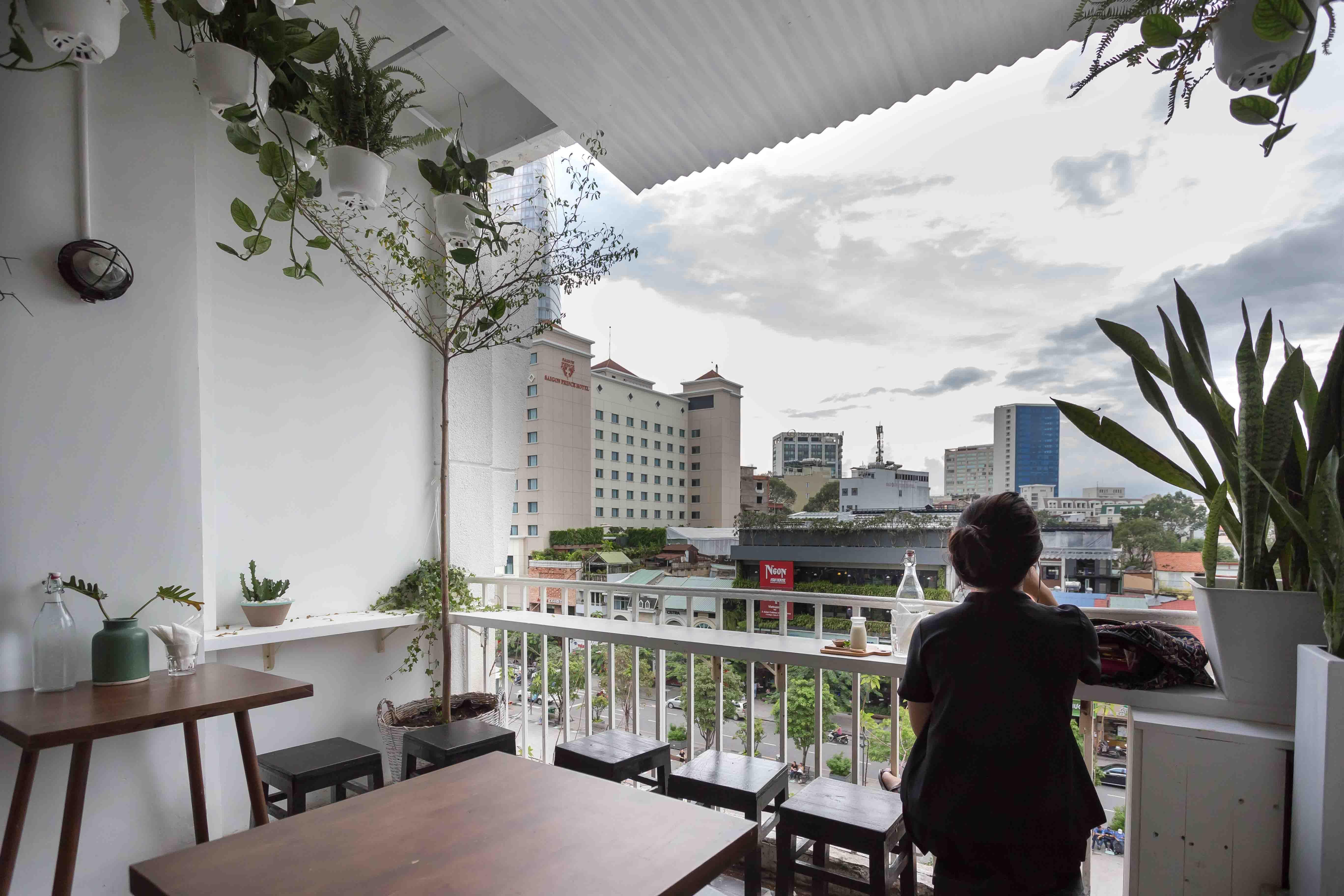 Cafe Hopping Best Cafes In Saigon Cool Cafe Saigon Cafe House
