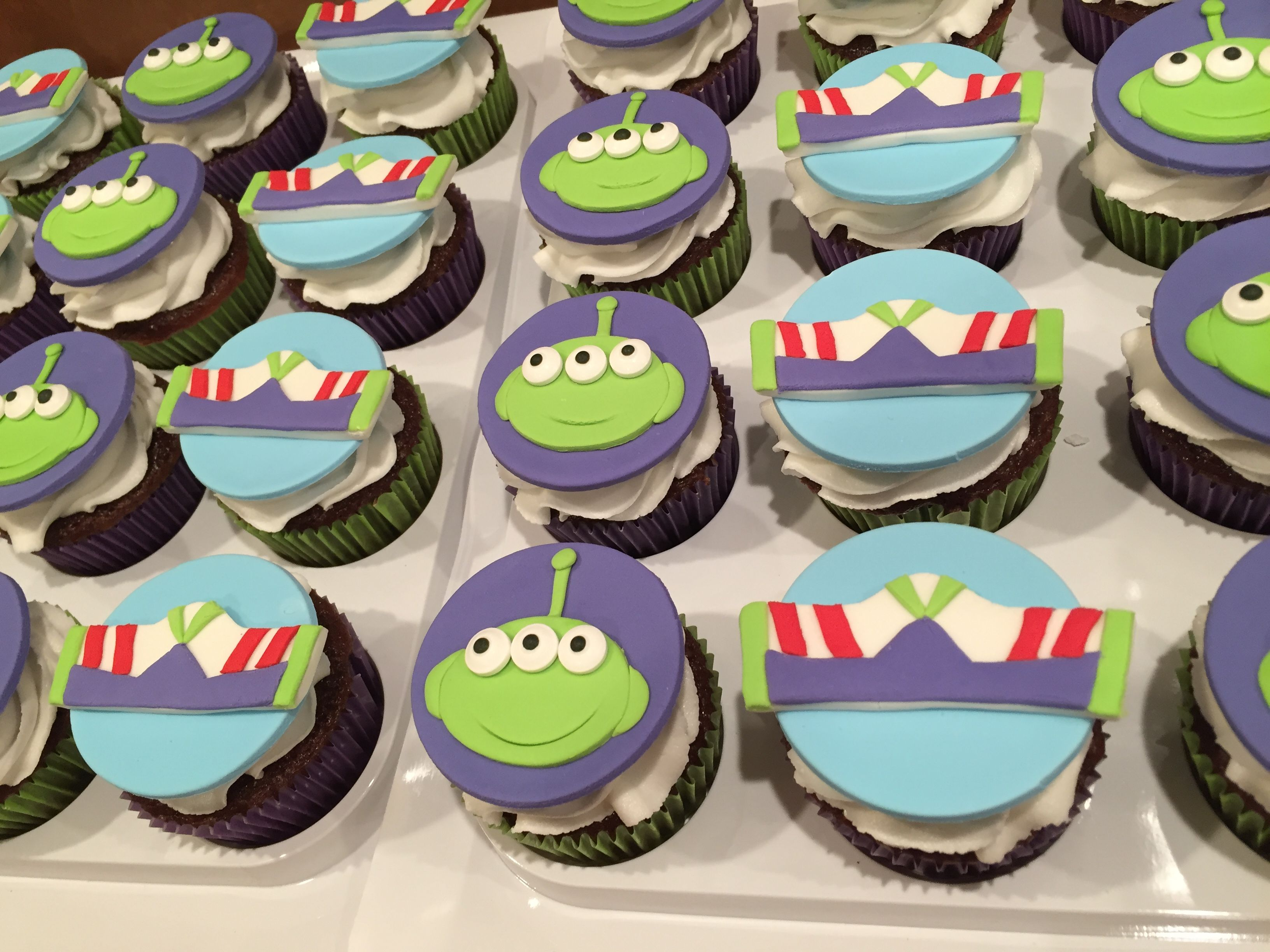 Toy Story cupcakes Buzz Lightyear cupcake topper Alien ...