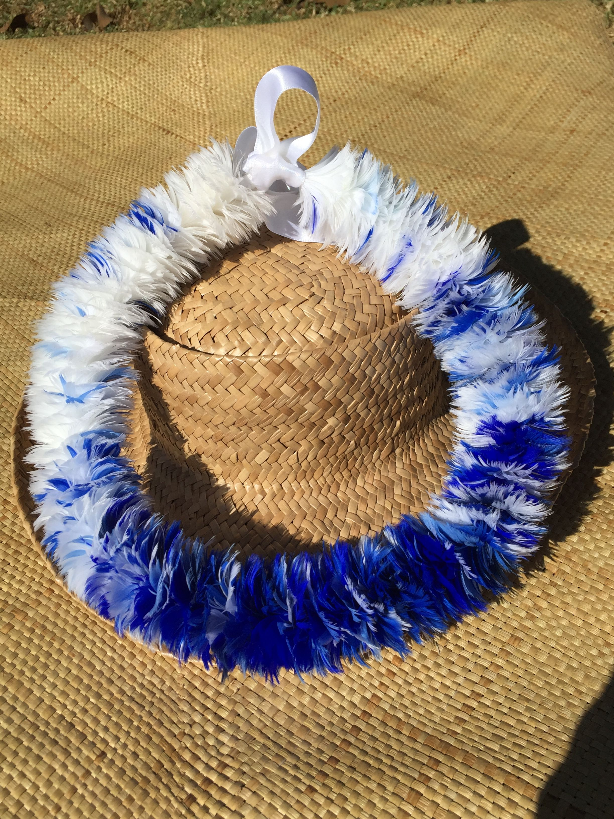 Lei Hulu Poepoe. Four color blend blue goose coquille