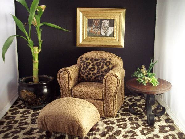 Leopard print how to make it trendy not tacky cheetah for Animal print living room decorating ideas