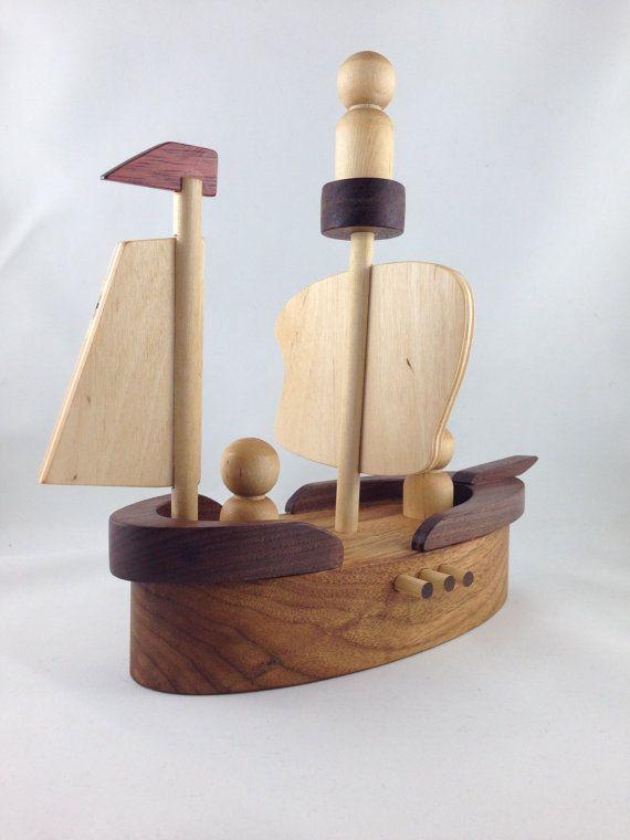 Bateau Pirate en bois faits à la main par NaturalKnotWood sur Etsy