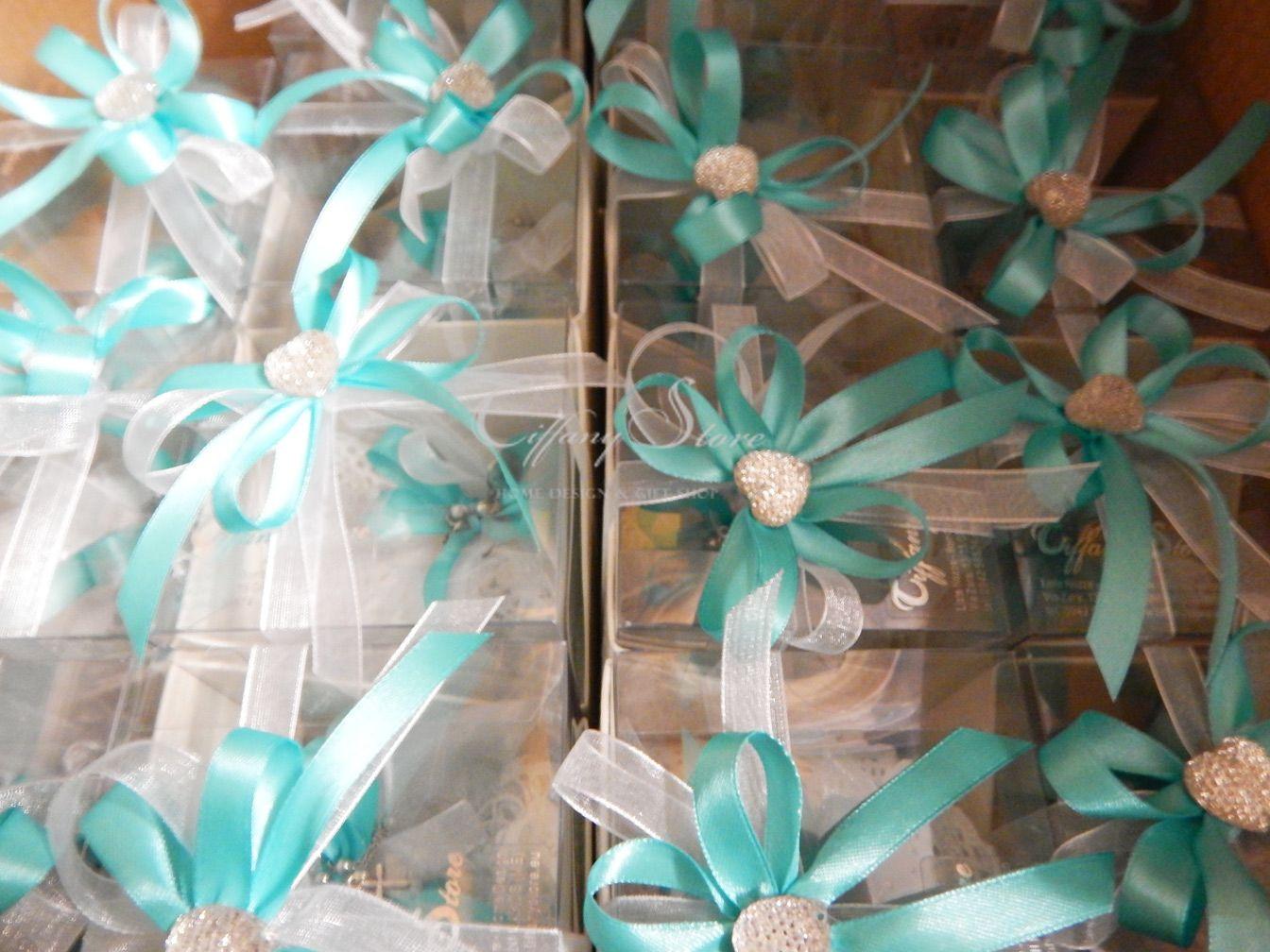 Stile Tiffany Per Confezionare Una Graziosa E Originale Bomboniera Per Comunione Bracciale Rosario Su Sacchetto Fatto A Mano Gifts Gift Wrapping Wedding