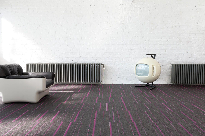 Flooring tiles in stripes 2tec2 austa pvc danga for Mattonelle in vinile