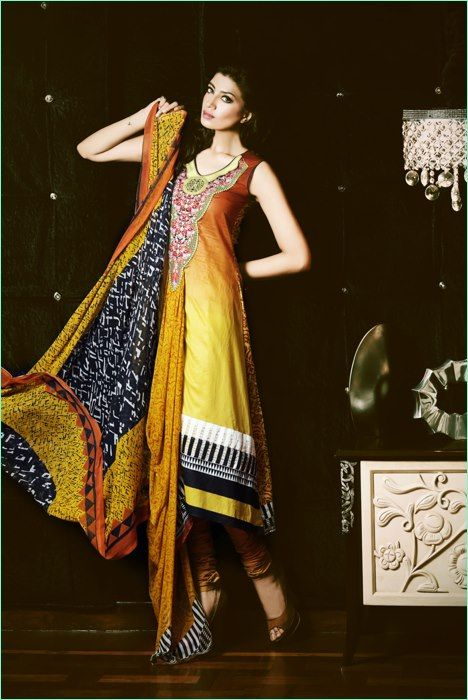 41f0035df4 Pin by SunjayJK ✾ DIVERSITY on Fashion, Women's Kurtas, Kurtis ...