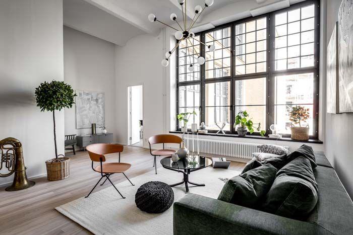 Keltainen talo rannalla: Living room in old factory