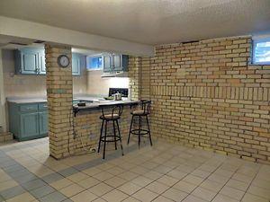 Charming Freshly Renovated 1 1 Bedroom Apartment London Ontario Image 1 Basement Apartment London Apartment 1 Bedroom Apartment