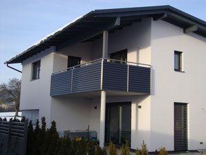 edelstahlgel nder mit aluminiumlamellen in anthrazit pulverbeschichtet balkon fassade. Black Bedroom Furniture Sets. Home Design Ideas