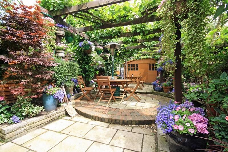 12 amazing patio gardens design ideas for your inspiration for Garden design in small area