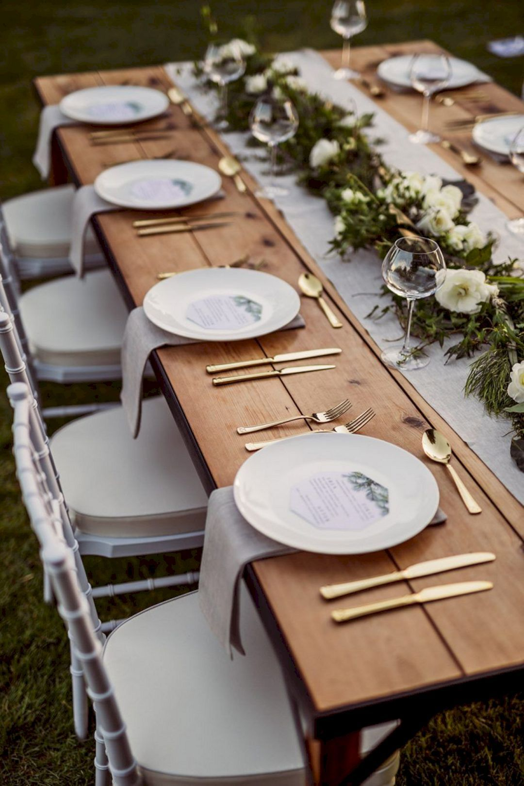 45 Modern Impressive Wedding Table Setting Ideas For Guests To Admire Your Wedding Wedding Table Settings Wedding Table Rustic Wedding Table