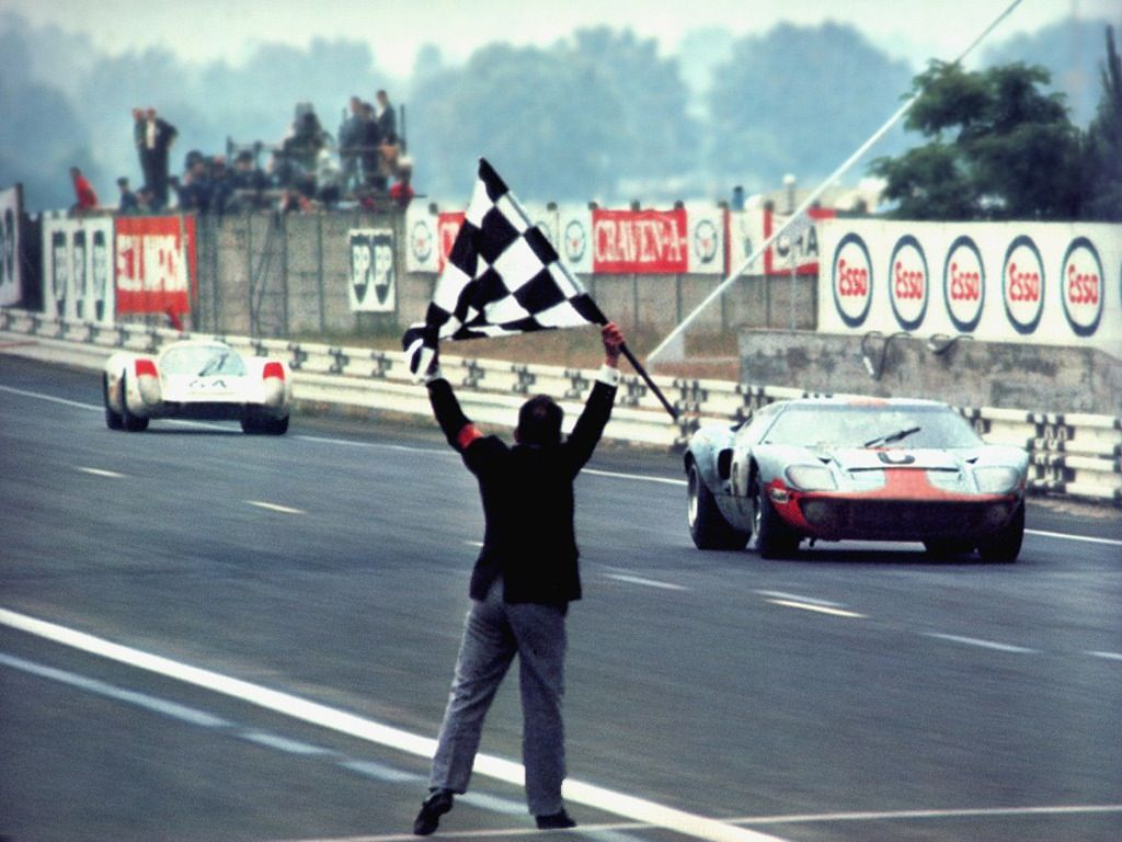 The Finish Of The 1969 24 Hours Of Le Mans The Jwa Gulf Gt40 Chassis 1075 Which Won The Race The Year Before Crossing The Finish Ford Gt40 Ford Gt Le Mans
