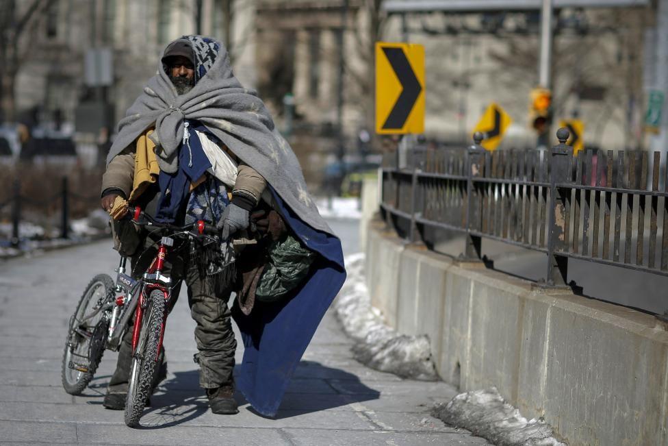 A homeless man makes his way through the Brooklyn bridge during low temperatures at Lower Manhattan in New York, February 20, 2015. REUTERS/Eduardo Munoz