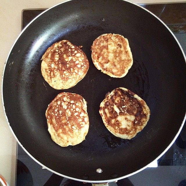 SnapWidget | Look at these babies!! My all time favorites!! #bananapancakes Easy peasy snacks. Only with 2 ingredients!! 2 large omega eggs and 1 large banana!! Do you want some?  #hotbodyyearround #bananapancakes #cheapcleaneats