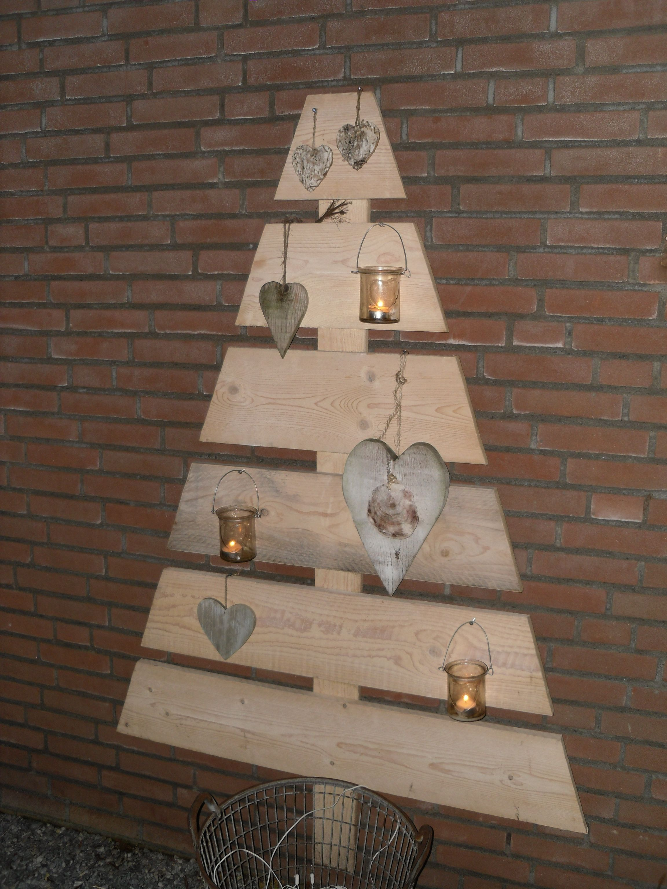 Houten kerstboom voor buiten hout ook van jou for Houten trap voor buiten
