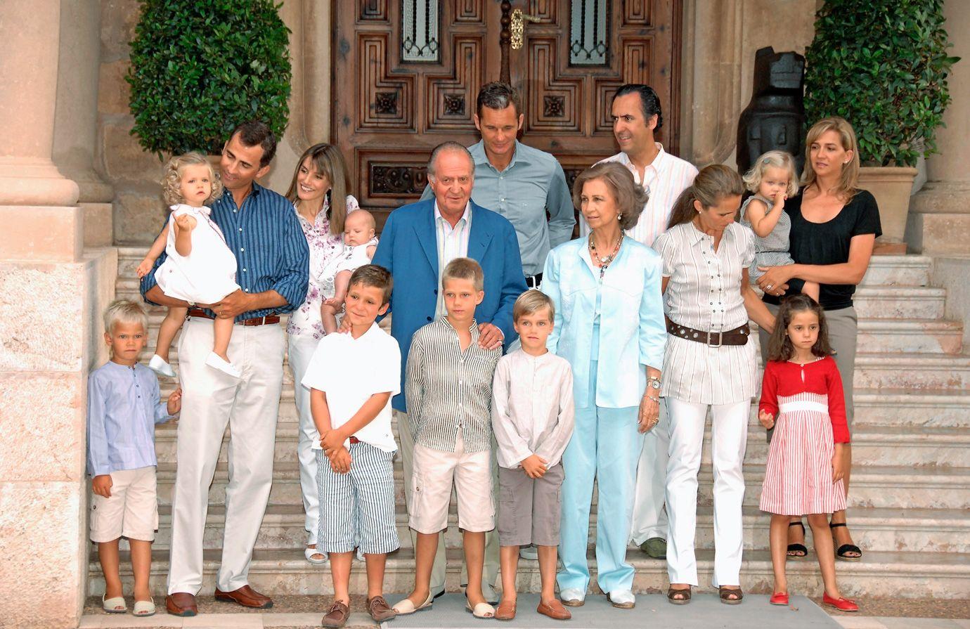 Spanish Royal Family | 04-spanish-royal-family-scandal-family-portrait-tcx1113.jpg