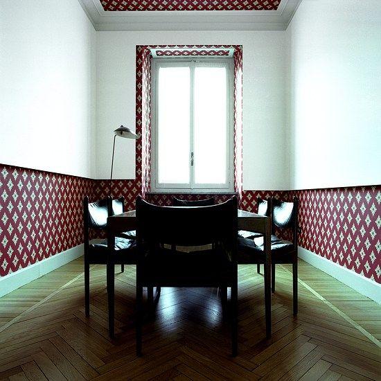 salle à manger papier peint au plafond