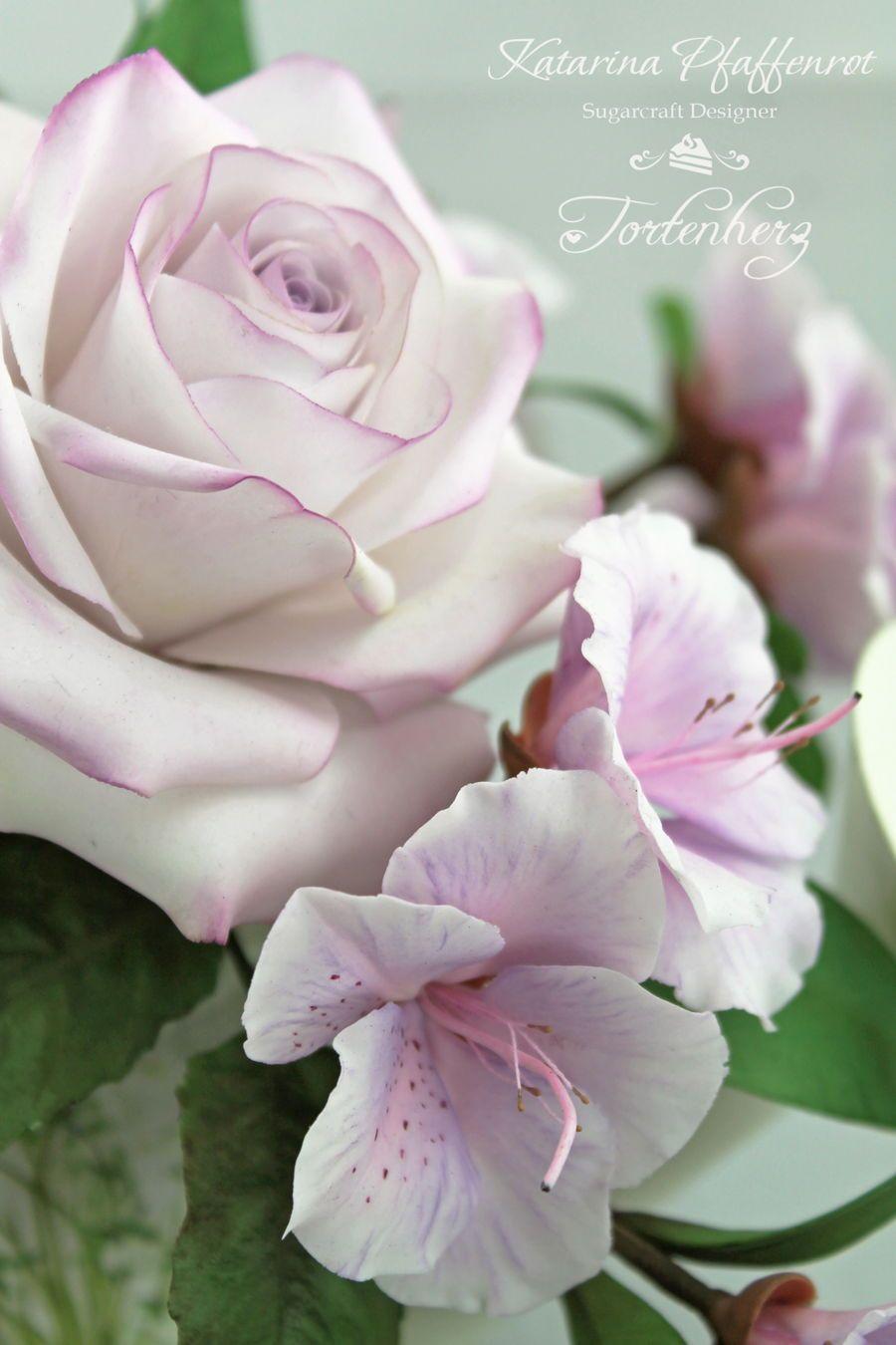 A Small Sugar Flower Bouquet In Light Lilac Tones Edible Sugar