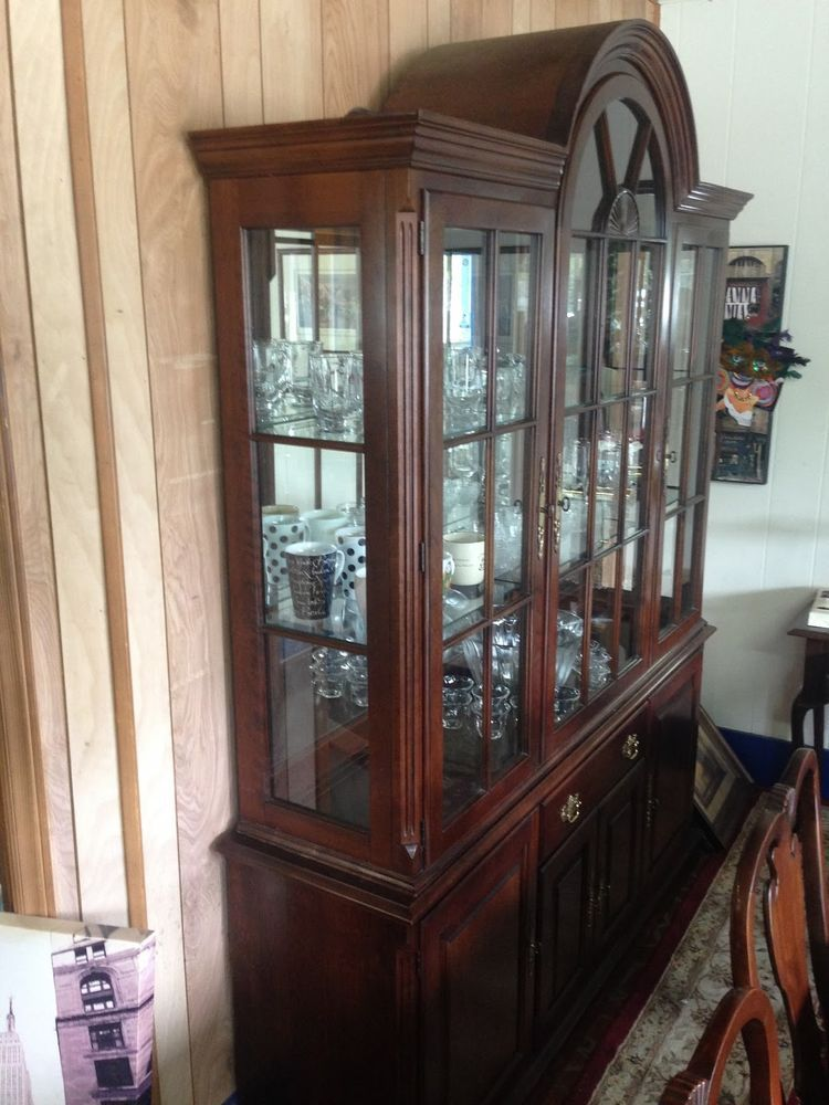 PENNSYLVANIA HOUSE CHINA CABINET Solid Cherry, Lighted, Glass ...