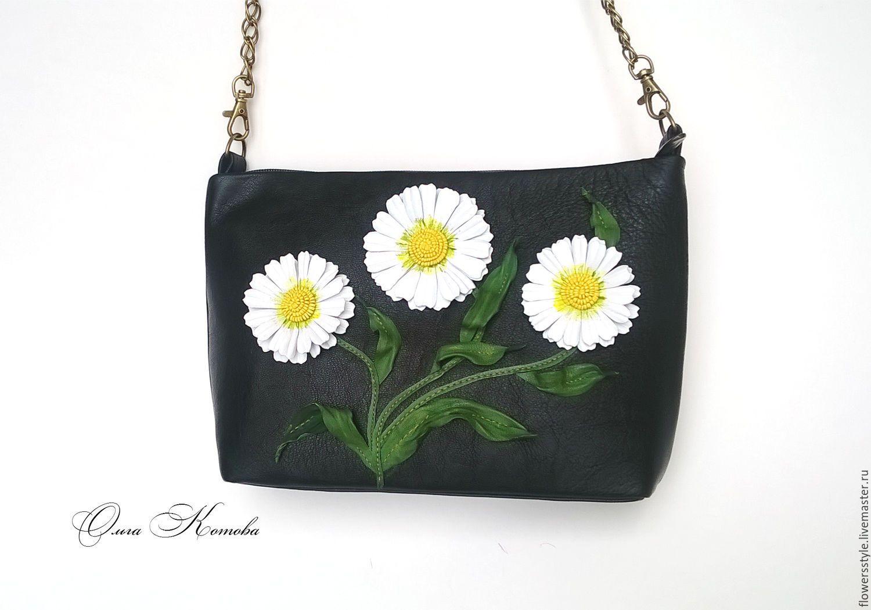 Купить Женская черная сумка из кожи Белые ромашки в стиле DG - чёрно-белый