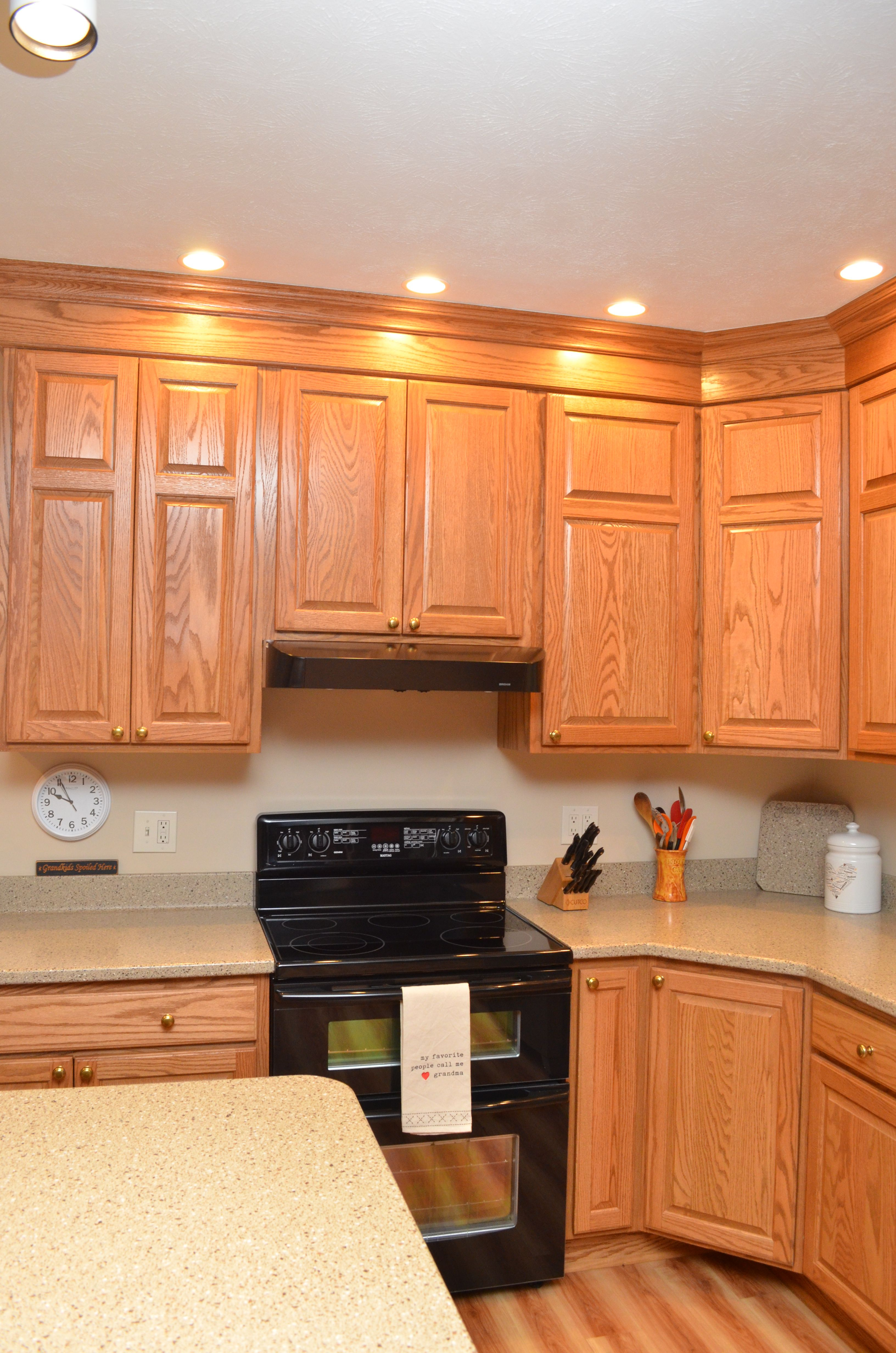 Haas Cabinetry Wood Species: Oak Cabinet Finish: Honey ...