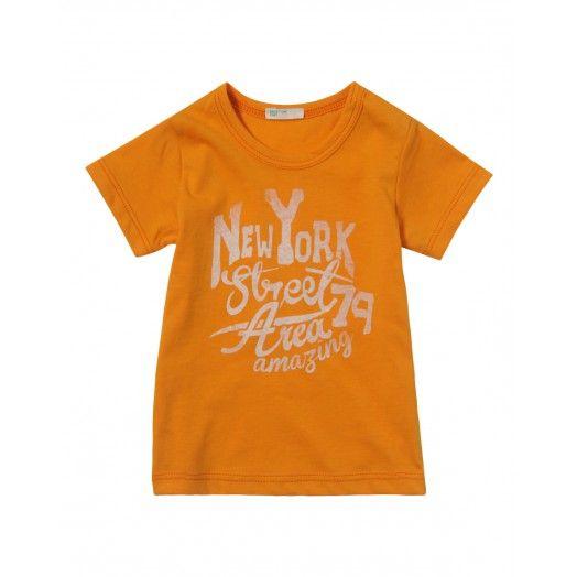 Camiseta, de algodón, de manga corta, cuello redondo con estampado en la parte delantera.
