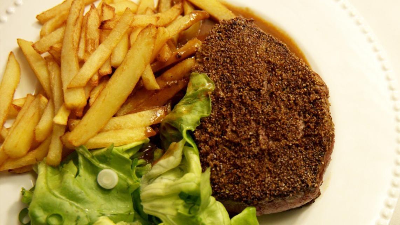 Pepersteak met handgesneden frietjes | VTM Koken