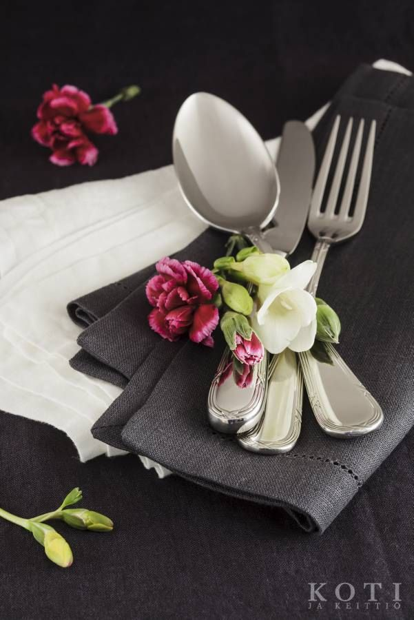 Romantiikkaa pöytää   Ruhtinaallista runsautta   Koti ja keittiö   Johanna Ilander   Kuva Arsi Ikäheimonen