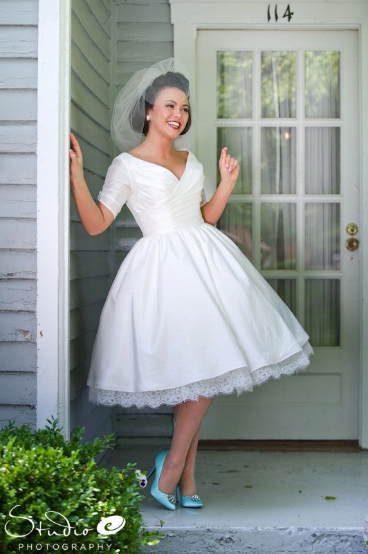 Love the dress, shoes and veil!!