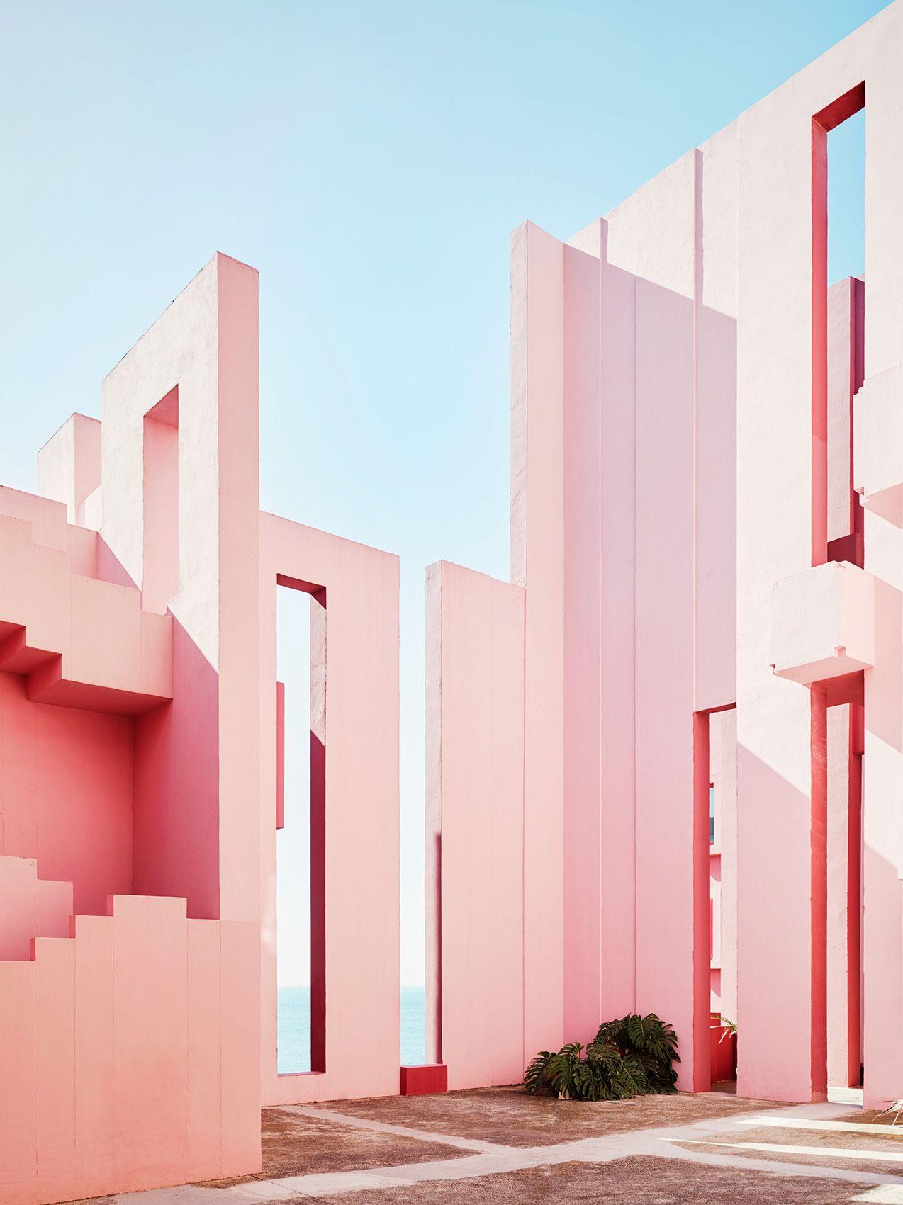 Ricardo Bofill\'s La Muralla Roja Housing Project in Spain | koti ...