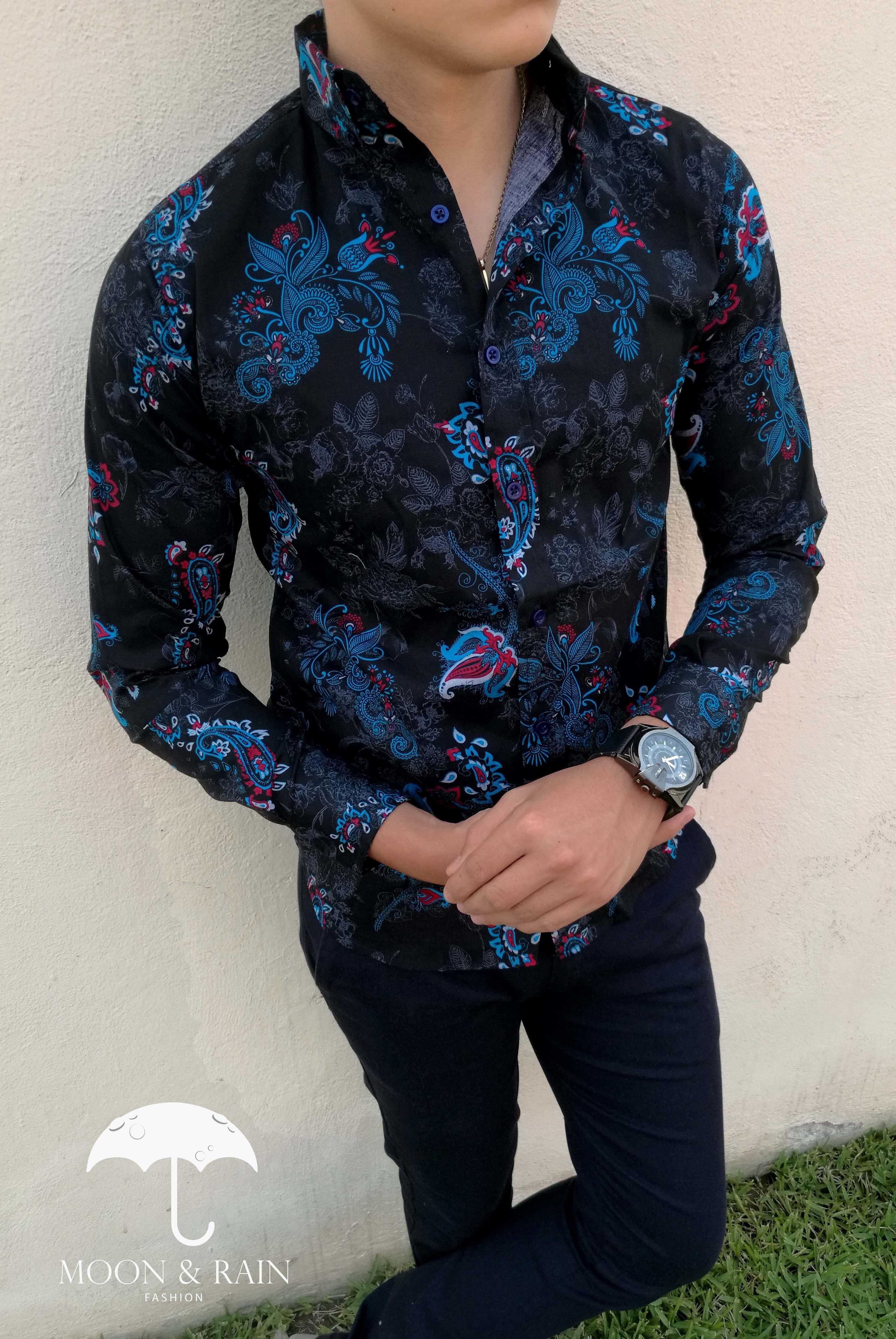 Camisa Slim Fit flores azul cielo, diseño exclusivo para