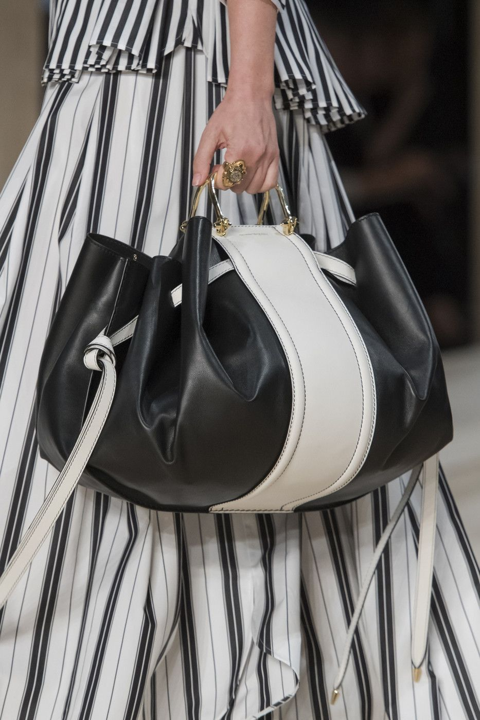 Chloé at Paris Fashion Week Spring 2020 w 2020 | Torby