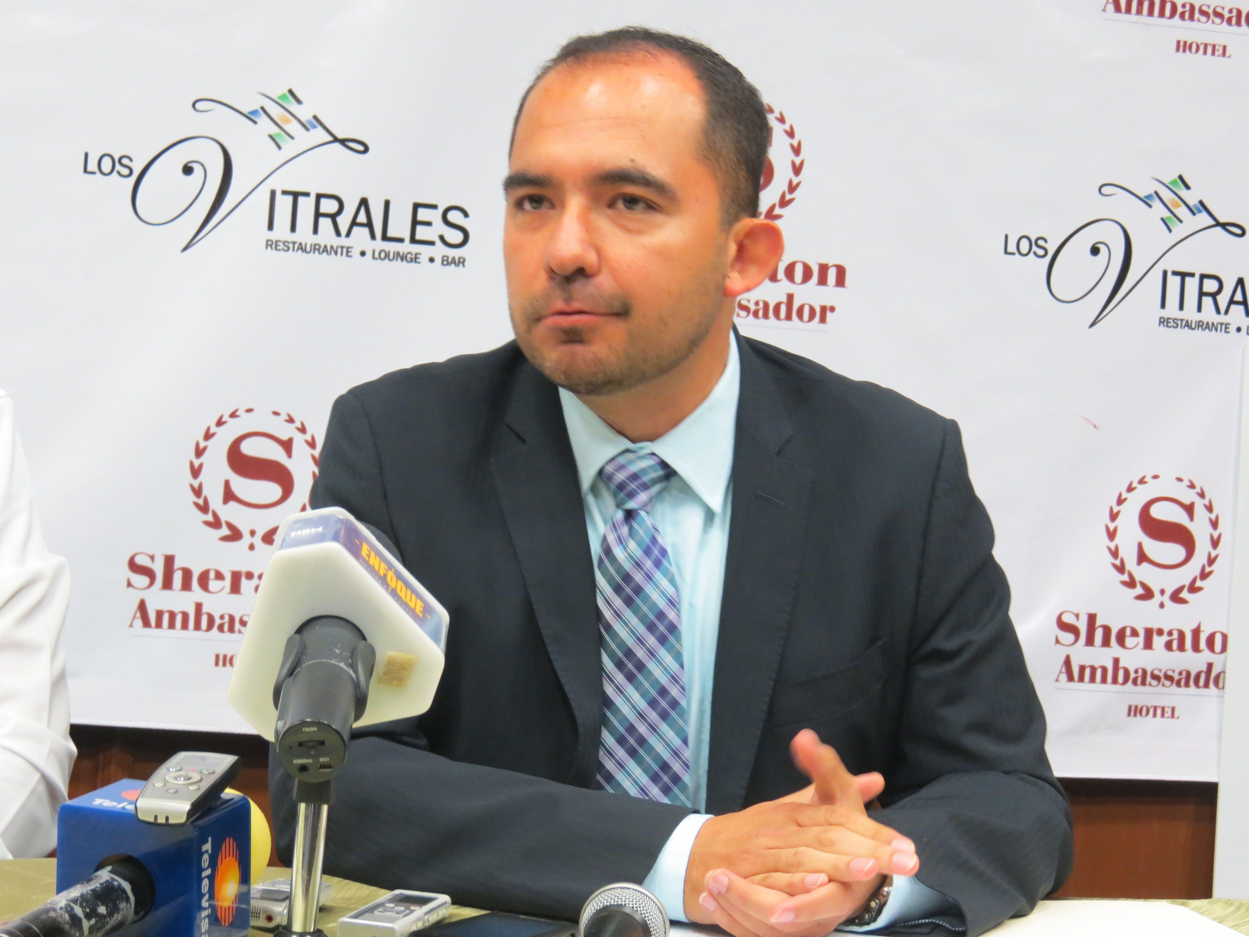 Everardo Valdez jefe de prensa de los Rayados del Monterrey, se une también a la causa.
